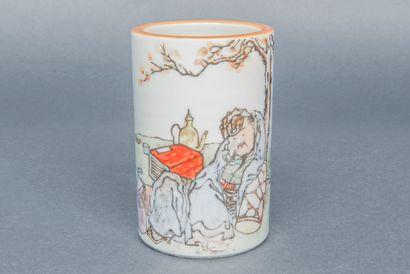 Pot à pinceaux en porcelaine émaillée à décor...
