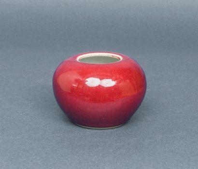 Petit pot en porcelaine émaillée couleur...