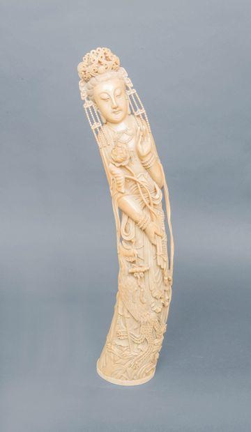 Importante statue en ivoire, représentant...