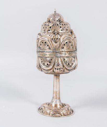 Boîte à aromates en métal argenté à décor...