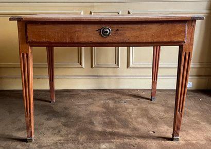 Lot comprenant :  - Table en bois naturel...