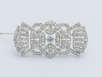 Broche plaque en or gris 18 carats (750 ‰)...