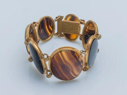 Bracelet en métal composée de médaillons...