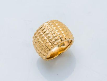 Bague bandeau bombé en or jaune 18 carats...