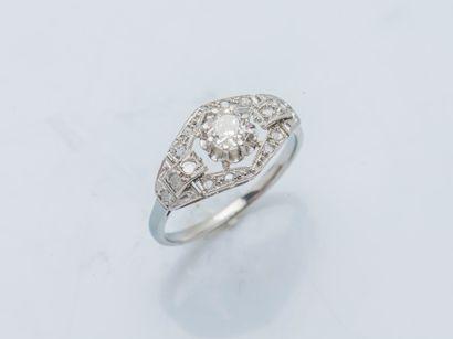 Bague en or gris 18 carats (750 ‰) et platine...