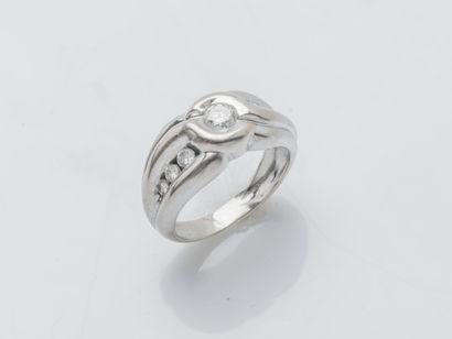 Bague bandeau en or gris 18 carats (750 ‰)...