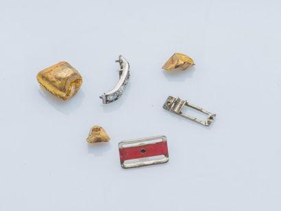 Lot de débris d'or 18 carats (750 ‰) et de...