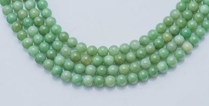 Collier de quatre rangs de perles de jade...