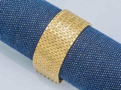 NON VENU Bracelet ruban articulé en or jaune...