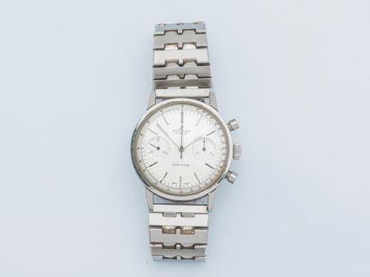 BREITLING, vers 1960 Chronographe Top Time réf. 2002 en acier, le boîtier rond monobloc....