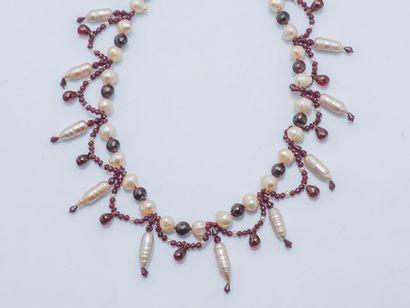 Collier formant draperie composé de perles...