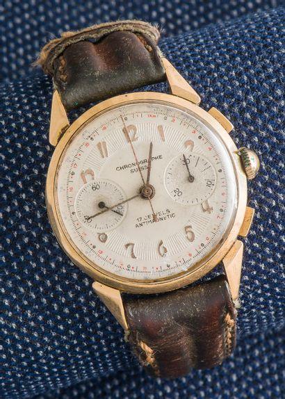 CHRONOGRAPHE SUISSE Chronographe en or jaune 18 carats (750 ‰), le boîtier rond à...