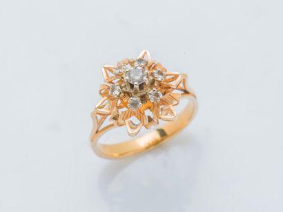 Bague fleur en or rose 18 carats (750 ‰)...