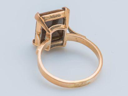 Bague en or jaune 18 carats (750 ‰) ornée d'une micro-mosaïque rectangulaire figurant...