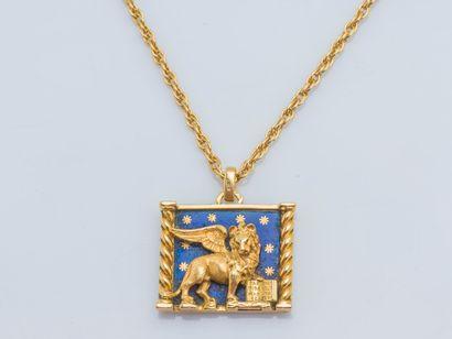 Chaîne et pendentif en or jaune 18 carats...