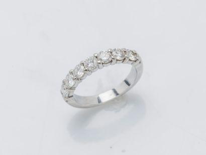 Demi-alliance en or gris 18 carats (750 ‰)...