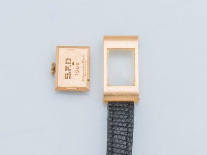 BOUCHERON , vers 1968 Montre de dame modèle Reflet rectangulaire, boîtier en or rose...