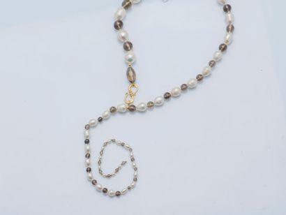 Collier cravate composé de perles de culture...