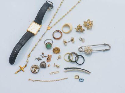 Lot bijoux fantaisies en métal comprenant...