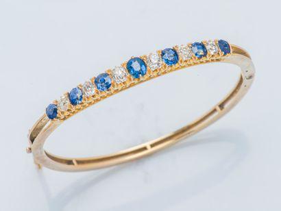 Bracelet jonc rigide ouvrant en or jaune...