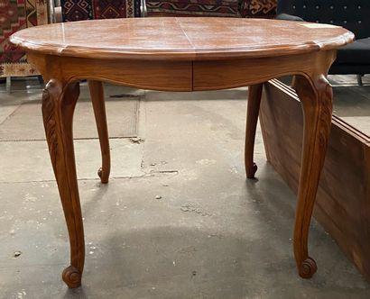 Table de salle à manger à allonges de forme...