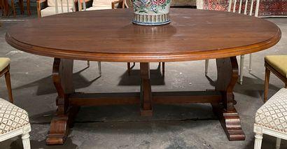 Importante table en bois naturel de forme...