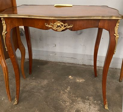 Table de salon en bois de placage marqueté...