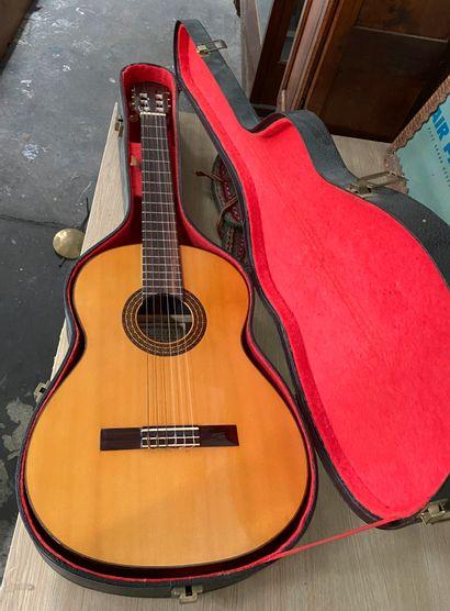 Guitare acoustique CASA FERRER  Dans son...
