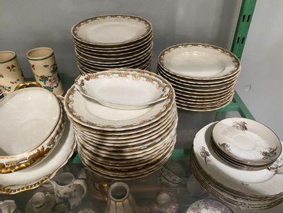 Lot de vaisselle comprenant une partie de...