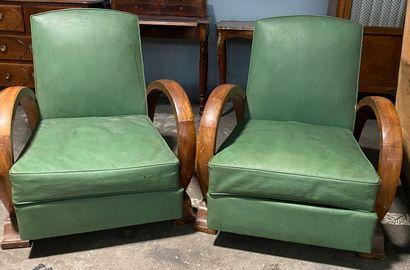 Paire de fauteuils en bois vernis, garniture...