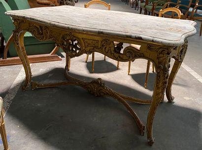 Importante table toute face en bois laqué...