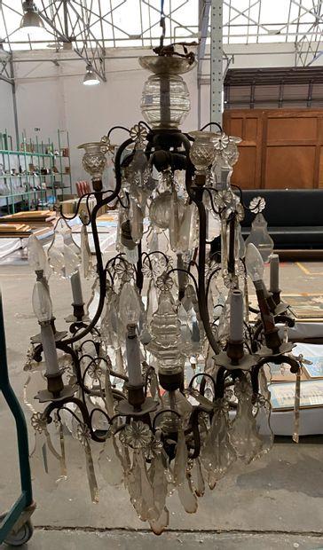 Important lustre cage à 12 lumières en métal...