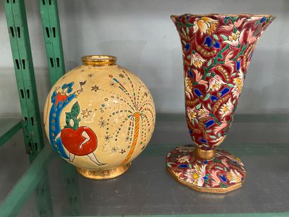 LONGWY,  Lot comprenant un vase boule à décor...
