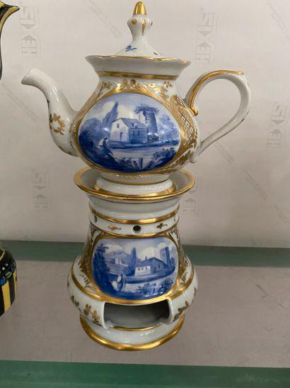 Lot en porcelaine polychrome comprenant une...