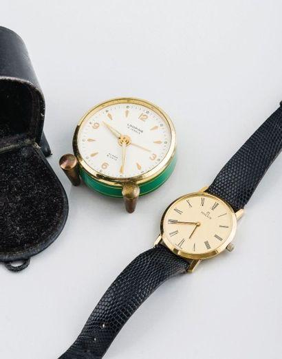 Lot comprenant une montre MILUS en métal...