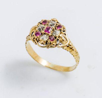 Bague rosace en or jaune 18 carats (750 millièmes)...