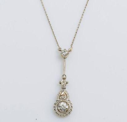Collier en or gris 14 carats (585 millièmes)...