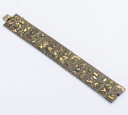 Bracelet en Shakudo formé de seize panneaux...
