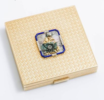 Poudrier en or jaune 14 carats (585 millièmes)...