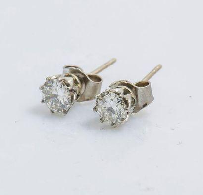 Paire de puces d'oreilles en platine (950...
