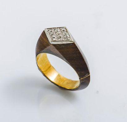 Bague géométrique en or jaune et or gris...