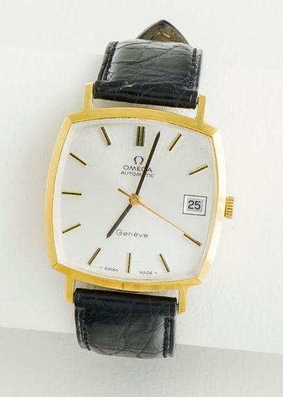OMEGA  Montre classique de forme carrée en or jaune 18 carats (750 millièmes) à fond...