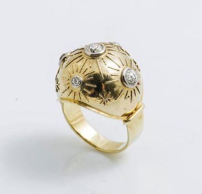 Bague boule en or jaune 14 carats (585 millièmes)...