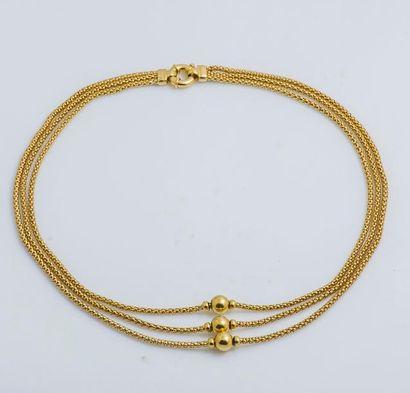Collier trois rangs en or jaune 18 carats...