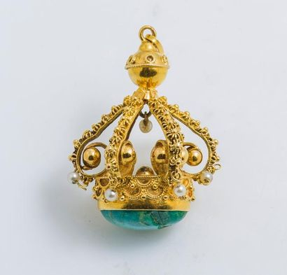 Pendentif couronne en or jaune 18 carats...