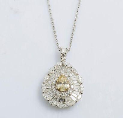 Pendentif poire en or gris 18 carats (750...