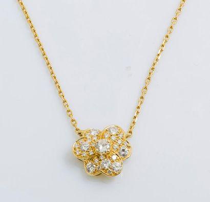 Collier ras de cou en or jaune 18 carats...