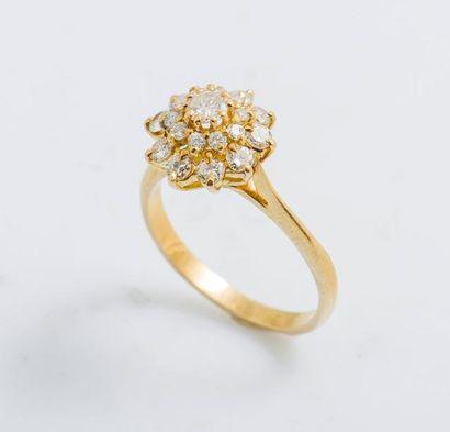 Bague fleur en or jaune 18 carats (750 millièmes)...