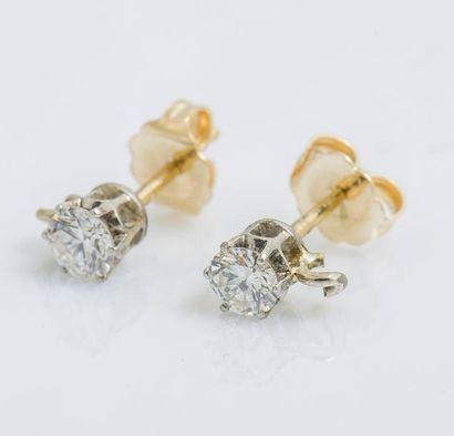 Paire de puces d'oreilles en or jaune 14...