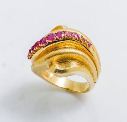 Bague bombée en or jaune 18 carats (750 millièmes)...